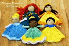 Disney Princess Collection Lovey Blankets - find free patterns in our post                                                                                                                                                                                 Más