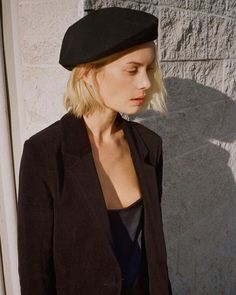 Get Short Hair Without A Haircut : French Beret Looks Total Black, Mode Style, Style Me, Beret Outfit, Style Parisienne, Looks Street Style, Beret Street Style, Paris Mode, All Black