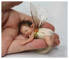 enaidsworld: fairy baby's Adorable little fairy. Looks like what I imagine Fergus and Maribelle's baby would be. Baby Fairy, Love Fairy, Fairy Dust, Fairy Land, Magical Creatures, Fantasy Creatures, Kobold, Clay Baby, Fairy Dolls
