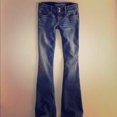 """Almost brand new AE artist jeans Cute size 0 long AE artist jeans! 24.5"""" waist 35"""" hip 32"""" inseam 20"""" flare leg opening. Sits low on hips American Eagle Outfitters Jeans Flare & Wide Leg"""
