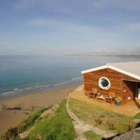 Nestled into a seaside cliff in Cornwall, England is The Edge, a tiny cottage with impressive views. A breath-taking vista of the Atlantic Ocean and coastl Small Cottages, Beach Cottages, Cornwall Cottages, My Dream Came True, Atlantic Ocean, Beautiful World, House Design, House Styles, Places