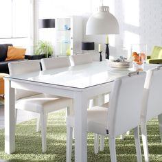Valkoinen pöytäryhmä näyttää raikkaalta ympäri vuoden! Malli: Sara ruokapöytä ja ruokatuoli Vaihtoehdot: useita pöytäkokoja ja väri- sekä verhoiluvaihtoehtoja Jälleenmyyjä: Isku-myymälät #pohjanmaan #pohjanmaankaluste #käsintehty