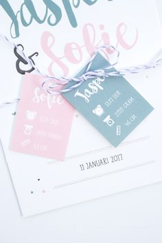 Geboortekaartje tweeling Jasper & Sofie. In het babyblauw en babyroze met twee labels, hartjes, sterren en stippen. Ontwerp door Leesign - www.leesign.nl #leesign #tweeling #twins #geboortekaart #geboortekaartje #tweelingkaart #tweelingkaartje #birth #announcement #fairepart #naissance #stationery