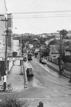 Aro Street, Wellington, from the Willis Street intersection. Photographed in 1949 by an Evening Post staff photographer. Wellington New Zealand, Wellington City, Old Pictures, Old Photos, Nz History, The Hutt, Kiwiana, South Island, British Isles