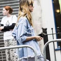 Make your own ripped denim ✂️ #emmetrend #ripped #denim #jeans #streetchic #streetlook #streetstyle #fashion #model #fashionweek #inspiration #trend #blogger