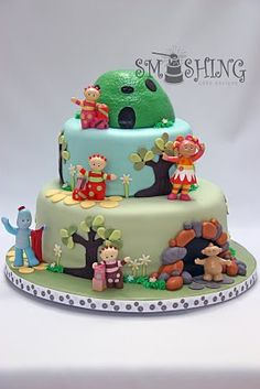 A little girl celebrated her first birthday this weekend. Young kids just love the show In The Night Garden, so this was the perfect cake . Garden Birthday Cake, 3rd Birthday Cakes, Birthday Ideas, Birthday Board, Garden Cakes, Dream Cake, Novelty Cakes, Fancy Cakes, Love Cake