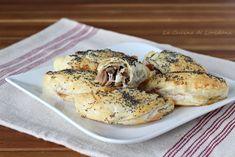 Sfogliatine con funghi e speck Vol Au Vent, Bagel, Appetizers, Bread, Chicken, San Valentino, Food, Appetizer, Brot