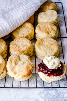 Super Simple Scone Recipe - You Totally Got This - Quick & Easy Recipes Light and fluffy insides. This 3 ingredient super simple scone recipe is the only scone recipe you will ever need Easy Brunch Recipes, Gourmet Recipes, Baking Recipes, Dessert Recipes, Scone Recipes, Vegan Scones Recipe Easy, Simple Scone Recipe, Scone Recipe With Milk, Simple Sweets Recipes