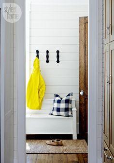House tour: Coastal-style cottage mud room {PHOTO: Michael Graydon}