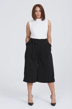 CalçaPantacourt: Como usar sem errar nos looks! Plus Size Culottes, Black Culottes, Plus Size Jeans, Curvy Outfits, Plus Size Outfits, Fashion Outfits, Work Outfits, Fashion Ideas, Women's Fashion
