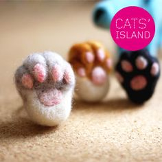 Kitty paw rings, felted wool. I really have to start learning felting!
