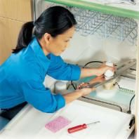 Tutorial/ Simple maintenance will wipe out 90 percent of dishwasher problems. This article provides solutions for three common problems: the dishes don't come out clean, the dishwasher leaks water, and the dishwasher won't start. Diy Cleaning Products, Cleaning Solutions, Cleaning Hacks, Deep Cleaning, Clean Dishwasher, Home Fix, Diy Home Repair, Appliance Repair, Bricolage