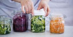 Don't forget to add fermented foods into your meals! Seeds enumerates nine of the benefits of sauerkraut, especially in your gut and immune system. Best Probiotic Foods, Fermented Foods, Sauerkraut, Healthy Tips, Healthy Recipes, Healthy Food, Cooking With Olive Oil, Gut Health, Brain Health