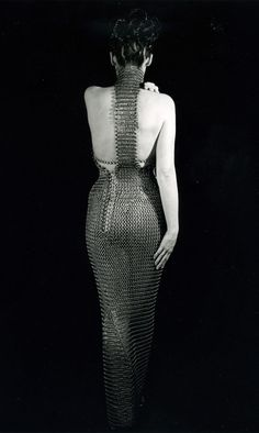 Beautiful full-length chainmaille dress makes my butt looks big Chainmaille, Chainmail Top, Estilo Tribal, Design Textile, High Fashion, Womens Fashion, Warrior Queen, Glamour, Lingerie
