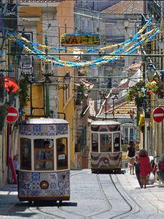 Elevador da Bica, Lisbon, Portugal (by mvinagre).
