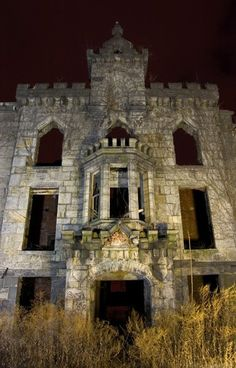 Renwick Smallpox Hospital on Welfare Island; Renamed Roosevelt Island in 1973.  Abandoned in 1962; preservation effort was attempted in 1975 but failed and the building was left to collapse and decay.  (©2004 opacity.us)