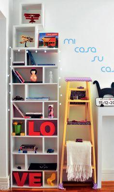 Uma estranha bem-vinda no ninho. Quem passa da sala para a cozinha na casa da designer de interiores paulistana Ana Maria Mouawad Queiroga é...