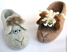 What would the ladies without their soft spot for shoes? We think: only half as gl … – socken stricken Sheep Crafts, Felt Crafts, Felted Wool Slippers, Felt Cushion, Felt Kids, Felt Boots, Wool Shoes, Marionette, Baby Slippers