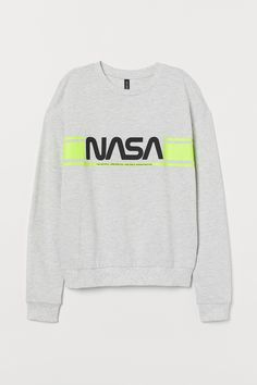 Top in lightweight sweatshirt fabric with dropped shoulders, long sleeves and ribbing around the neckline, cuffs and hem. Nasa, Sweat Gris, Batik Pattern, Black Neon, Shirt Embroidery, Milky Way, Fashion Company, Graphic Sweatshirt, T Shirt