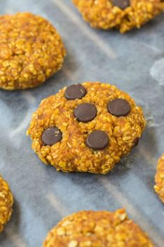 3 Ingredient Pumpkin Cookies! These healthy pumpkin oatmeal cookies take 10 minutes to make and have no butter, no oil and no flour! Vegan, gluten free! Broiled Grapefruit, Pumpkin Oatmeal Cookies, Raw Brownies, Ice Cream Bites, Chocolate Chip Ice Cream, Healthy Ice Cream, Shot Recipes, Baked Banana, Peanut Butter Banana