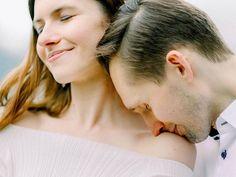 Kochani skoro już wszyscy zostają w domach i mają sporo czasu! to zapraszam obejrzyjcie narzeczeńską  historię miłości wyjątkowej pary Alicji i Marcina opowiedzianą we Włoszech nad jeziorem Como. Mam nadzieję że  tym wpisem trochę Was odczaruję ;-) . Link in bio . Weddingplanner: @agencjaspinki.pl Place:  @hotelroyalvictoriavarenna . . #destinationfilmweddingphotographer #lakecomo #luxurystyle #comowedding #comoevents #sesjanarzeczeńska #engagementsession #destinationweddinginspiration… Weddings, Couple Photos, Couples, Photography, Historia, Couple Shots, Photograph, Wedding, Fotografie