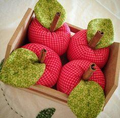 Maçã Handmade Toys, Handmade Crafts, Diy And Crafts, Crafts For Kids, Foam Crafts, Fabric Crafts, Sewing Crafts, Cloth Flowers, Fabric Flowers