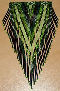 green beaded barrette Native American Regalia, Native American Beadwork, Beaded Earrings, Beaded Jewelry, Beaded Necklaces, Bead Loom Patterns, Beading Patterns, Russian Cross Stitch, Bubble Art