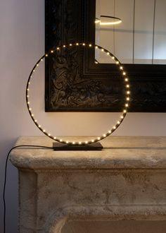 Cercle de lumière... Lampe de table à leds Micro sur Madeindesign