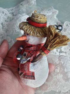 Коллекция ватных ёлочных игрушек / Авторские игрушки / Бэйбики. Куклы фото. Одежда для кукол Christmas Tree Decorations, Christmas Ornaments, Holiday Decor, Cotton Crafts, Winter Christmas, Textile Art, Decoupage, Textiles, Toys
