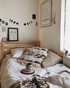 This boho dorm room decor is so cute! #dormroom #dorm #ides #decor #boho #bohemia
