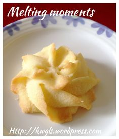MELTING MOMENTS (传统牛油饼干) There is nothing to shout about this cookie. It is a traditional cookie and most will be familiar. I have modified the recipe by including some ghee (clarified butter) that make it even more aromatic and crispier. Butter Biscuits Recipe, Butter Cookies Recipe, Biscuit Recipe, Yummy Cookies, Coconut Biscuits, Cake Cookies, Fun Baking Recipes, Sweet Recipes, Cookie Recipes