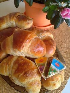 Rožky z kyslej smotany a jogurtu (fotorecept) - Recept Hot Dog Buns, Hot Dogs, Food And Drink, Bread, Cookies, Anna, Basket, Crack Crackers, Brot