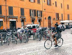 Bologne l'effervescente, entre énergie de la jeunesse et héritage historique Reportage Photo, Street View, Contemporary Bar, Northern Italy, Bologna, Youth, History