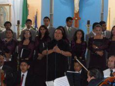 El Padre José Ramón Aleman Norori, agradeciendo la asistencia al concierto