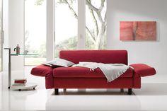 Der neue Klassiker. Das Schlafsofa Malou von Franz Fertig. #malou #franzfertig #sofa #möbel #design #furniture #sofacouture #sofabed #funktionssofa #madeingermany #leather #fabric #interiordesign #luxury #comfort #style #sleep #relax