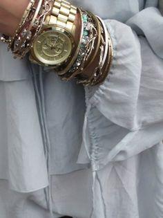 Michael Kors watch kate spade new york shift dress & accessories Michael Kors Two Tone Watch Love me a gold watch. Fashion Moda, Look Fashion, Prep Fashion, Hippie Fashion, Lolita Fashion, Diy Fashion, Fashion Bags, Fashion Dresses, Womens Fashion