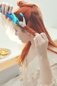 Tresse couronne avec cheveux bouclés Étape 2