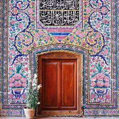 Persian Architecture, Beautiful Architecture, Architecture Art, Islamic Art Pattern, Pattern Art, Pink Mosque, Persian Pattern, Persian Culture, Iranian Art