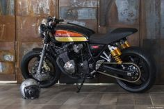 Cool café racer based on a Suzuki GSX400 Inazuma (Japanese version), built by GiaMi Motorcycles.