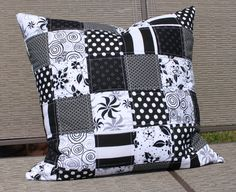 Black and White Quilted Pillow Cover Modern Patchwork Cushion Zipper Closure. via Etsy. Sewing Pillows, Diy Pillows, How To Make Pillows, Decorative Pillows, Cushions, Throw Pillows, Patchwork Tiles, Patchwork Cushion, Patchwork Bags
