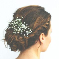 Style your wedding hair with real flowers for a beautiful bohemian look for your big day. Whether you'd like a full flower crown, a single bloom behind your ear, lovely loose waves or perhaps a relaxed updo you can find a floral hair style to suit Simple Wedding Updo, Wedding Up Do, Wedding Hair Flowers, Wedding Hair And Makeup, Flowers In Hair, Real Flowers, Hair Wedding, Trendy Wedding, Wedding Trends