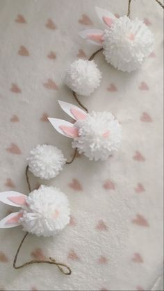 Easter Garland, Diy Garland, Easter Decor, Bunny Crafts, Easter Crafts For Kids, Spring Crafts, Holiday Crafts, Bunny Birthday, Pom Pom Crafts