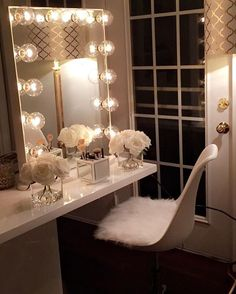Absolutely stunning light up vanity set!! ✨
