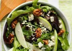 Τέλεια σαλάτα με μήλο, καρύδια και μπλε τυρί Snack Recipes, Cooking Recipes, Healthy Recipes, Appetisers, Cobb Salad, Food And Drink, Menu, Tasty, Stuffed Peppers