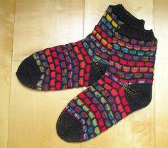 """handgestrickte Socken """"Flechtwerk rot"""" von Knitteltante"""