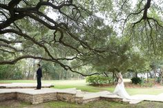 #heavenlydayevents #Austinweddingplanner #Austinweddingdesigner #seenphotography #firstlook