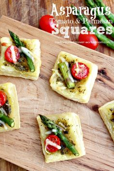 Easy Asparagus Appetizer: Asparagus Tomato Parmesan Squares via Finger Food Appetizers, Healthy Appetizers, Appetizers For Party, Finger Foods, Appetizer Recipes, Zucchini Appetizers, Tapas Recipes, Entree Recipes, Party Recipes