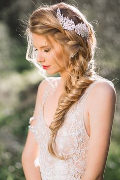 wedding hairstyle; Photography: Nati Hortig Wedding Hair Peices, Wedding Hair Side, Straight Wedding Hair, Bridal Side Hair, Side Hairstyles Tutorial, Easy Hairstyles For Long Hair, Straight Hairstyles, Latest Hairstyles, Bridesmaid Hairstyles