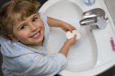 Come invogliare i bambini a lavarsi le mani? ecco alcune idee simpatiche per farlo lavarsi le mani divertendosi