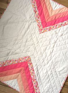Wedges of floral and hues of pink pieced together for a modern bohemian look. Quilting Projects, Quilting Designs, Sewing Projects, Kid Quilts, Baby Quilts, Yarn Thread, Needle And Thread, Nursery Patterns, Quilt Patterns